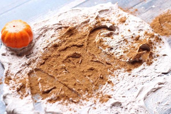 pumpkin spice sensory play (2)