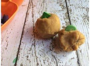 pumpkin-pie-playdough-pumpkin