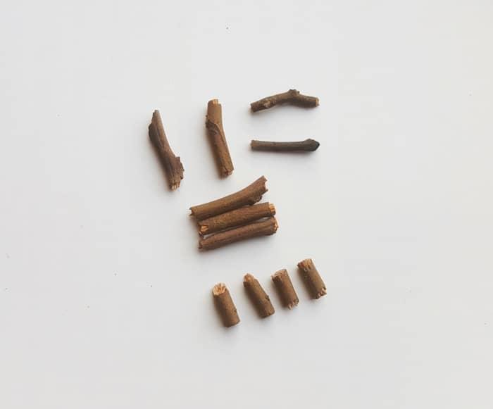Small sticks to make a miniature fairy chair